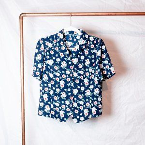 Cute Vintage-Inspired Floral Collared Blouse